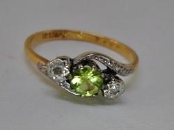 Szép brill és peridot arany gyűrű