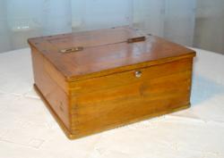 Biedermeyer féltető-nyitódású fa doboz