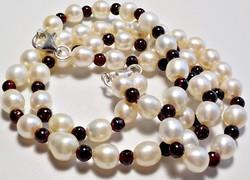 Ezüst kapcsos tenyésztett gyöngy és gránát köves nyaklánc és karkötő szett