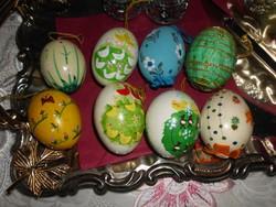 Fújt tojásokból készült függeszthető díszek. 8db.