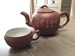 Keleti cserépedény tea kiöntő egy csészével