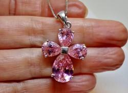 Szépséges ezüstnyaklánc rózsaszín szép kövekkel