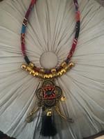 Afrika (?) ihletésű egzotikus részletgazdag szépséges nyakék