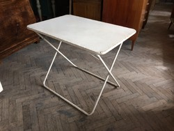 Régi retro összecsukható csővázas vas kerti asztal bútor