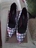 Designer virágos cipő 39 tavasz nyár 1x volt a lábamon..