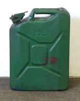 0V924 Régi zöld 20 literes fém üzemanyag kanna