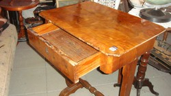 Bieder kis asztal. Fiókis.
