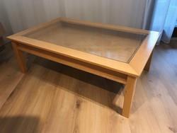 Vitrines dohányzóasztal tömör bükkfából, 120 x 75 x 40 cm méretben