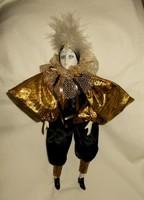 Nagy  karneváli jelmezes porcelán baba. 40 cm
