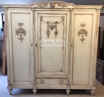 Provence bútor, antikolt 3ajtós szekrény.