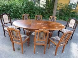 Ovális asztal+8 db. szék.