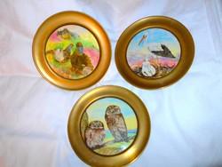 3 db kézzel festett   porcelánfajansz betéttel szignált fém szegéllyel fali dísztál