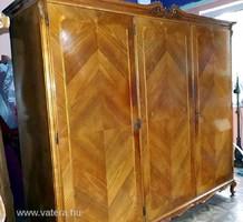 Intarziás háromajtós, velencei tükrös kisipari stil öltözőszekrény