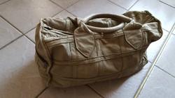 Valódi bőr utazó táska, halvány olajzöld