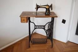 Szecessziós Singer varrógép komplett eredeti állapotban varrógép és varrógépasztal