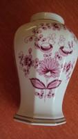NÉMET,osztott felületű,bordó virágmintás,kézzel festett porcelán váza.(javított)