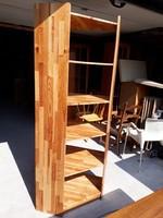 Eladó egy magas fenyő sarok polc. Bútor nagyon jó állapotú.