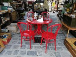 Piros körasztal, 4 db Thonet székkel