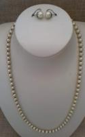 Szép állapotú tekla gyöngy nyaklánc ezüstözött ékszer kapcsolóval hozzá illő beakasztós fülbevalóval