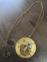 Különleges antik zsebóra alktarészből készített aranyozott nyaklánc