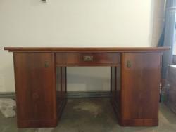 1930-as években készült masszív, elegáns íróasztal