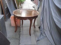 Kerek asztalka