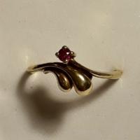 Antik rubin köves aranyozott .925 tömör ezüst gyűrű (jelzett)
