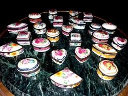 Porcelán disztárgyak - kinyitható - kocka, szív, kör, ovális, rombusz alakú vitrintárgyak