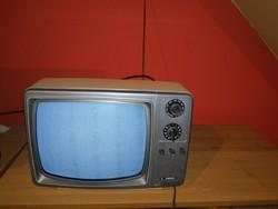 RÉGI KAPSCH HORDOZHATÓ KIS TV 220V+AKSI ÜZEMELÉS .VAGY DISZNEK DEKORÁCIÓNAK.