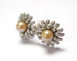 Virágforma olasz ezüst fülklipsz igazgyönggyel.