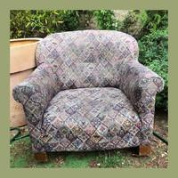 Öblös régi fotel