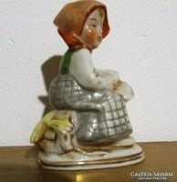 Régi, jelzett Altwien porcelán figura-ülő kislány könyvvel