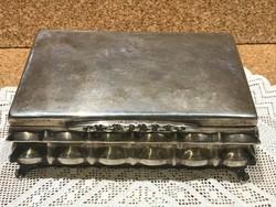 Antik Diannás jelzésű ezüst gravírozott kártya tartó doboz.