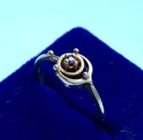 Vörös köves csavart .925-ös ezüst gyűrű (jelzett)