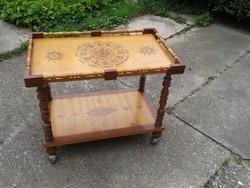 Szervíz / Tálaló asztal