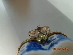 Több köves ,fehér fém ,állítható méretű gyűrű