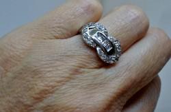 Gyönyörű chanel fazonú ezüstgyűrű