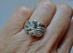 Nagyon szép ezüst gyűrű markazit kövekkel
