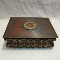 Gobelines fémműves bronz doboz