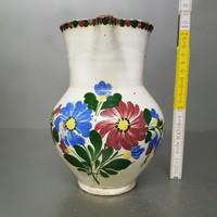 Virágmintás, fehér mázas népi kerámia kancsó (683)