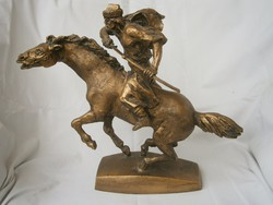 Szobor Kuruc vágtató lovas