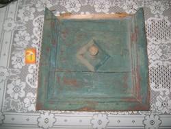 Antik fenyő szekrény ajtaja - kreatív újragondolásra