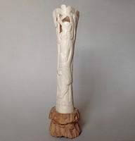 Régi, kínai motívumos csont faragás faragott figura szobor fa talpon