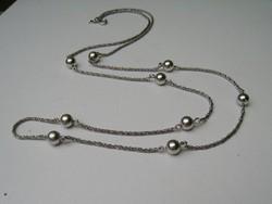 Extra hosszú ezüst nyaklánc gömbökkel