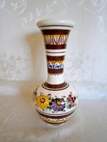 Gyönyörű, jelzett, kézzel festett majolika / kerámia váza 19 cm magas