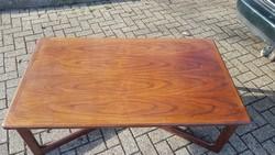 Dyrlund, Skandináv retró rózsafa kávézó asztal