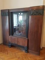 2 ajtós vitrines faragott oszlopos szekrény