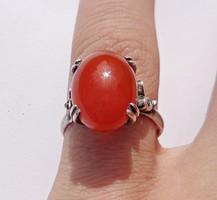 Állítható méretű ezüst gyűrű, domborúra csiszolt achát kővel