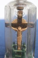 Régi türelemüveg,egyházi téma.feszület ,kereszt, jézus . Angyalka,korpusz.