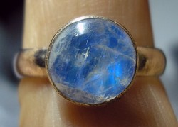 925 ezüst gyűrű, 18,3/57,5 mm, kék holdkővel